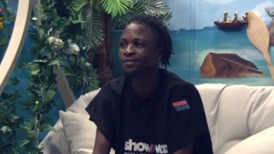 Photo of Excited Fan Removes Her Towel And Bows Before Laycon As He Wins The Show Price